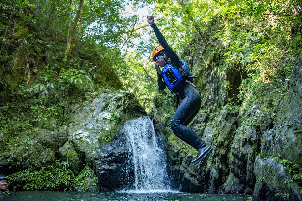 カタナバー(沢)コース 滝つぼへジャンプ